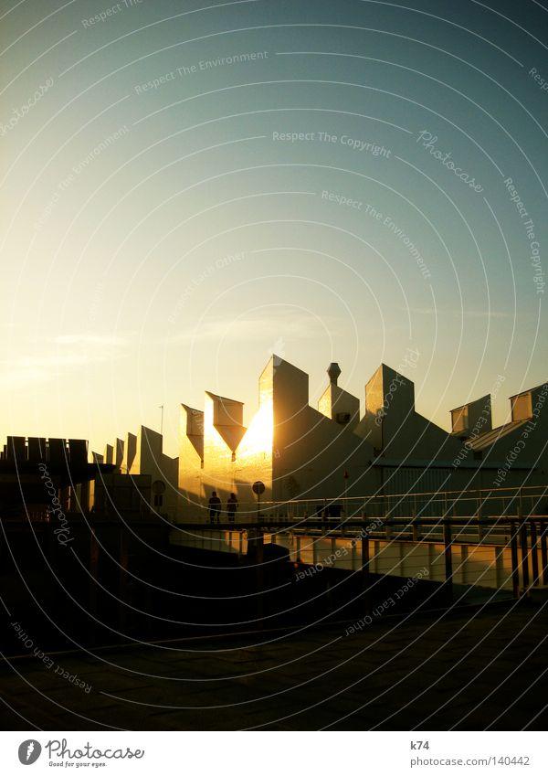 Fort Knox Abend Stimmung Hafen Gegenteil Kontrast Gebäude glänzend Licht Schatten Brücke Mensch Brückengeländer Geländer Sonnenuntergang Abendsonne