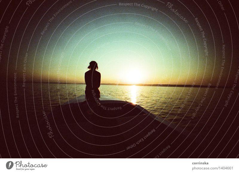 Sommernachtstraum am See Erholung Wassersport Schwimmen & Baden feminin Frau Erwachsene Rücken 1 Mensch Sonnenaufgang Sonnenuntergang Neusiedler See beobachten