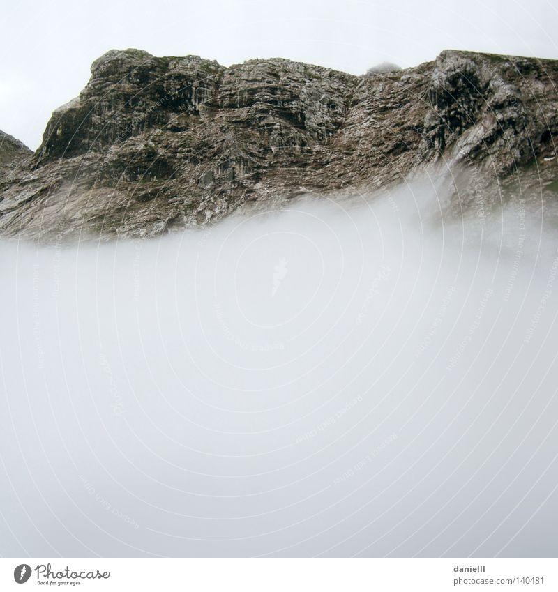 Gleich zu Alpen Berge u. Gebirge Felsen Wolken Regen schlechtes Wetter Ferien & Urlaub & Reisen Optimismus Schweben fliegen leicht Leichtigkeit schwer Stein
