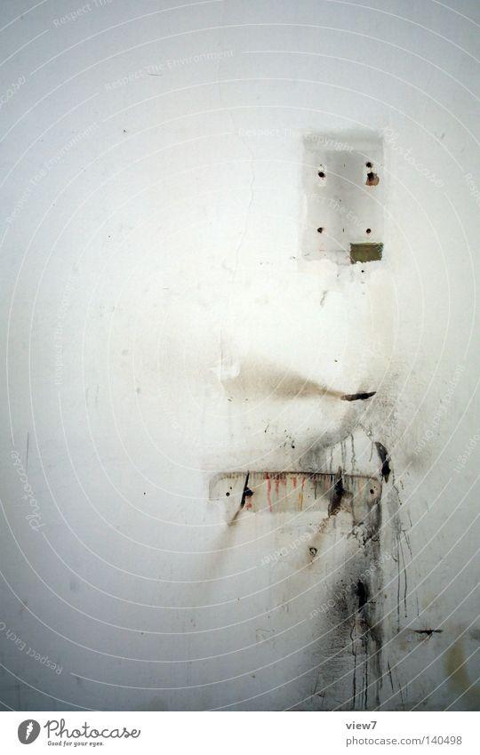 Spurensuche Hand weiß Wand Gebäude Zeit Raum dreckig Hintergrundbild Schilder & Markierungen Platz Baustelle Hinweisschild Vergänglichkeit Reinigen verfallen