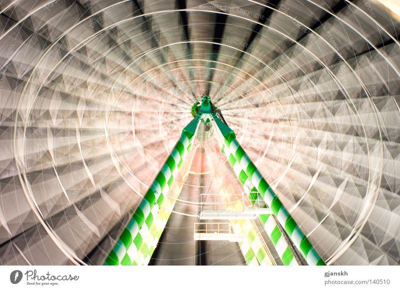 Drehwurm Riesenrad Jahrmarkt Düsseldorf Licht Nacht Nachtaufnahme Langzeitbelichtung weiß grün Baugerüst drehen Drehung Fahrgeschäfte Ereignisse Höhe Höhenflug