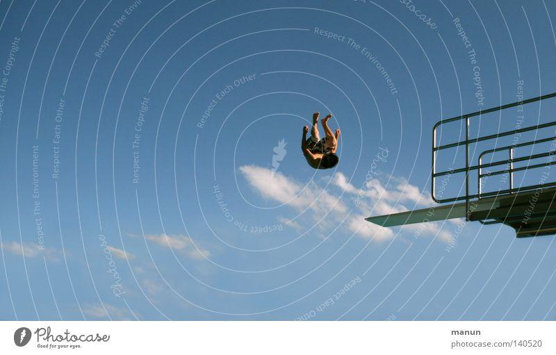 Jumping Jack Mensch Himmel Mann Jugendliche weiß blau Sommer Freude Wolken schwarz Sport Freiheit springen Bewegung Luft Gesundheit