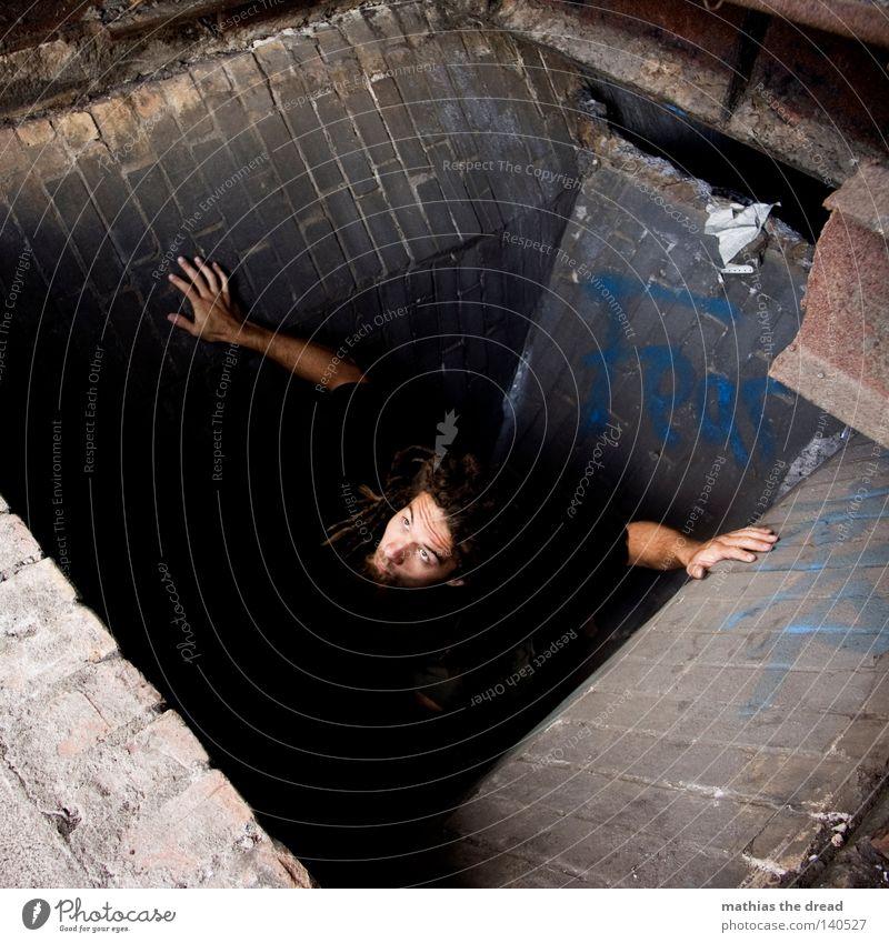 AUFERSTANDEN Mann fallen verfallen Verfall Sturz Loch tief Falle Am Rand aufsteigen Auferstehung Grube vertiefen Unfallgefahr