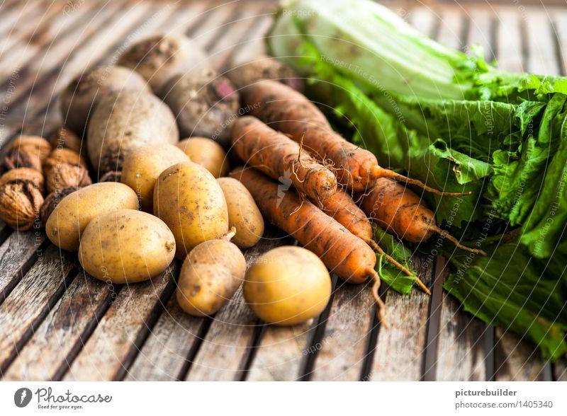 Herbsternte Lebensmittel Gemüse Ernährung Gesunde Ernährung Landwirtschaft Forstwirtschaft Nuss Kartoffeln Möhre Rote Beete Chinakohl Holz authentisch natürlich