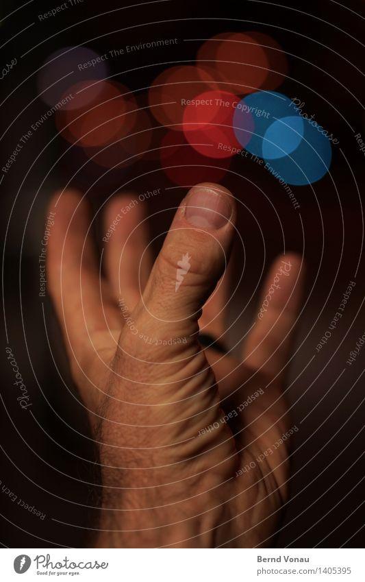 6:58 Mensch maskulin Hand Finger 1 45-60 Jahre Erwachsene Verkehr Verkehrsmittel Verkehrswege Straße Gefühle Stimmung Schaffung Kreativität werfen mehrfarbig