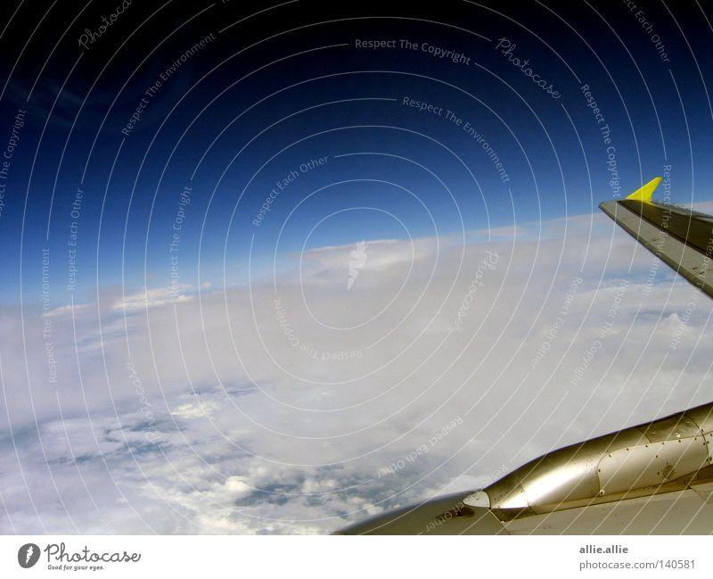 Wolken Meer fliegen Hobeln Europa Flug flugzeug Blauer Himmel Kanal