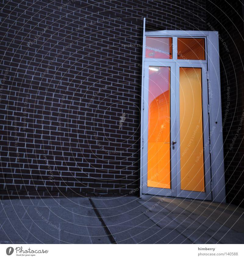 the right door Tür Durchgang Eingang Fassade Haus Gebäude Mauer Wand Licht Physik Architekt Beleuchtung Fenster Ausgang Fluchtweg Unternehmen Fuge Stein