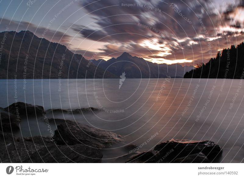lake wanaka Neuseeland Lake Wanaka See Sonnenaufgang Sonnenuntergang ruhig Langzeitbelichtung Morgen Wolken dunkel Südinsel Himmel grau beruhigend Einsamkeit