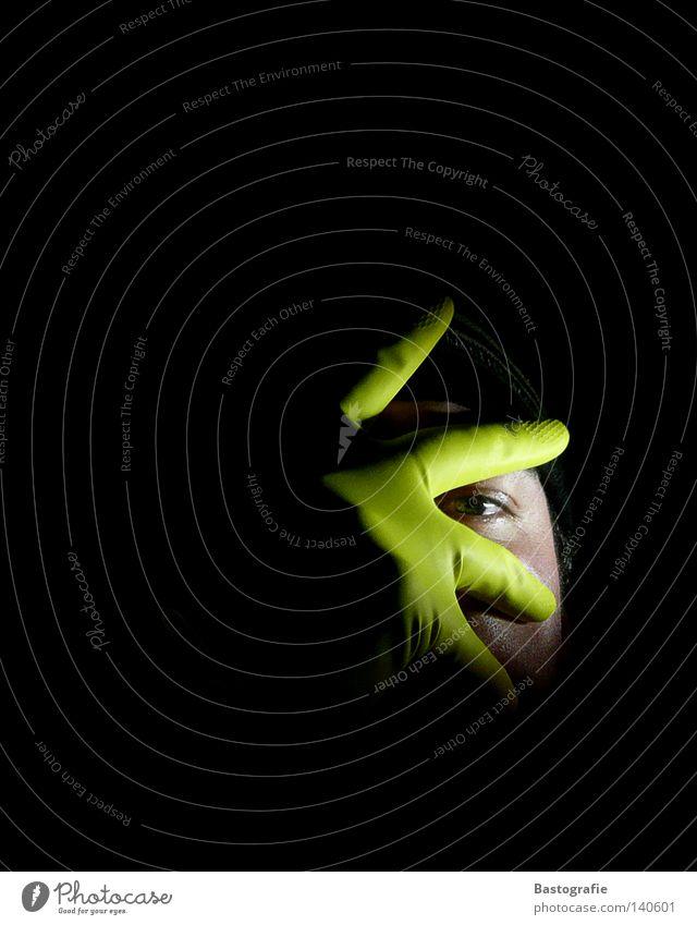 Putzphobie Handschuhe dunkel Reinigen Angst Panik grün Gummi Spuk Blick entdecken Auge Nacht Licht Haushalt Trauer Verzweiflung spicken glove darkness night