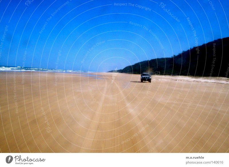 verfolgt Australien Strand Fraser Island Geländewagen verfolgen Bucht Spuren Blauer Himmel Küstenstraße Sommer four-wheel-drive Jeep Verfolgung Strandfahrt