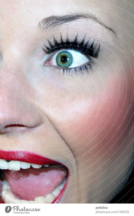 SCREAMING BEAUTY attraktiv schön Lippen Zähne Auge Augenbraue Wimpern Schminke Jugendliche Paste Piercing grün Nase Gesicht Hälfte Nasenloch Wange sprechen