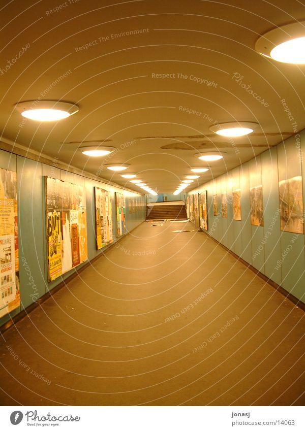 Untergrund dunkel Berlin Architektur Treppe U-Bahn Schacht