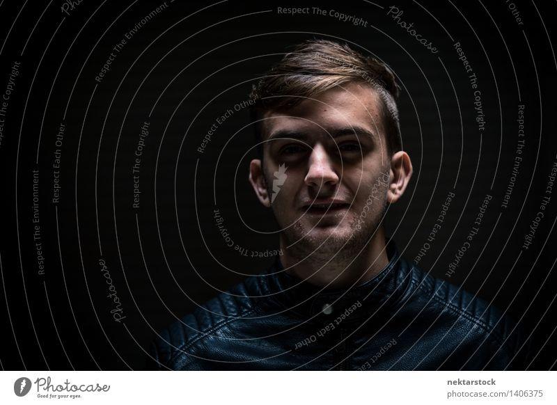 man in dark garage Gesicht Mensch maskulin Junger Mann Jugendliche 1 13-18 Jahre Jugendkultur Jacke Leder dunkel gruselig schwarz Feindseligkeit Aggression