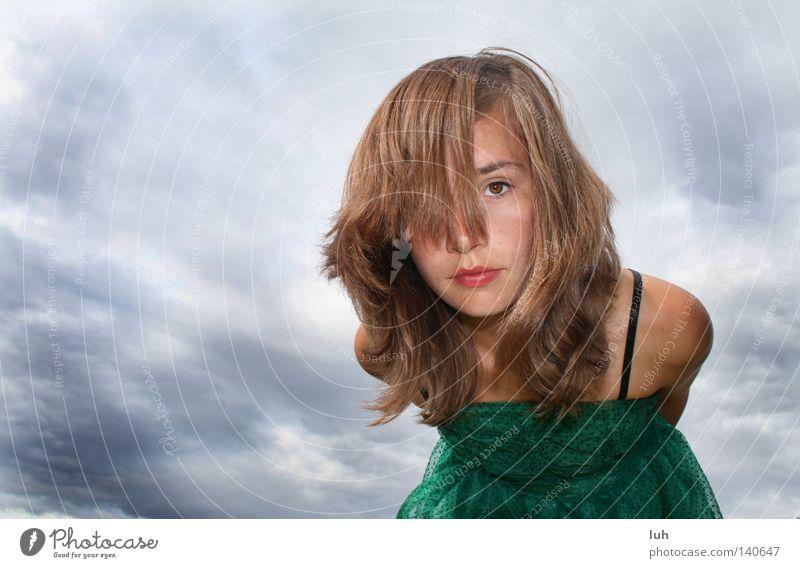 Tag 209 schön Himmel Wolken Gewitterwolken Unwetter Sturm Bekleidung Kleid Stimmung Macht gefährlich Umwelt bücken gebeugt beugen grün green heaven sky clouds