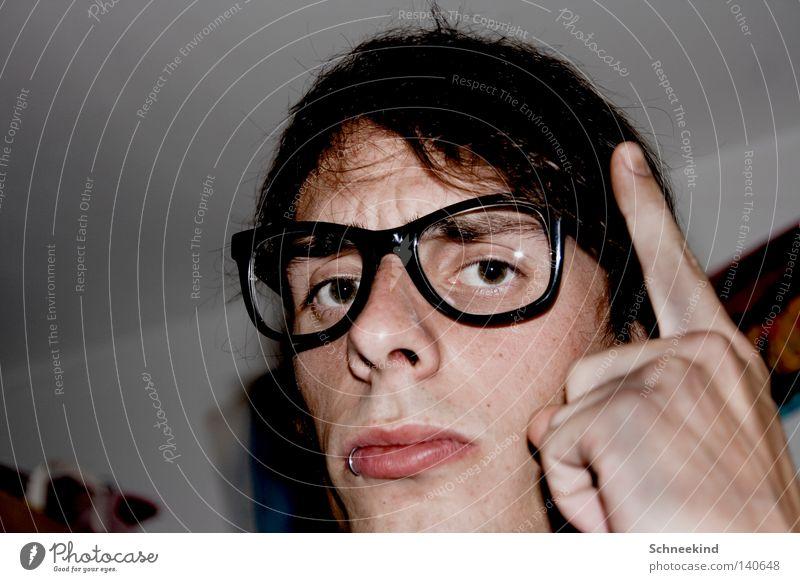 böser böser..... Mann Raum Wohnung Brille Piercing Tür Glas Auge Hand Finger schimpfen bestrafen bestraft Poster Mund Nase Haare & Frisuren Schrank Schlafzimmer