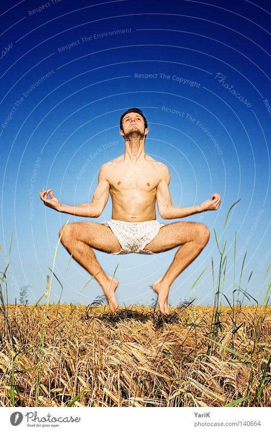 frog män Mann springen Aktion lustig Körperhaltung nackt Oberkörper Schneidersitz Meditation Schweben Feld Himmel Horizont Kraft Sport hüpfen Luft Ferne Hose