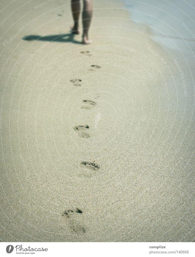 Deine Spuren im Sand (Italo Boot Mix) Strand Sandstrand Barfuß Spaziergang Ferien & Urlaub & Reisen Silhouette Wellness Sommer Süden Traumstrand Fußspur Frau