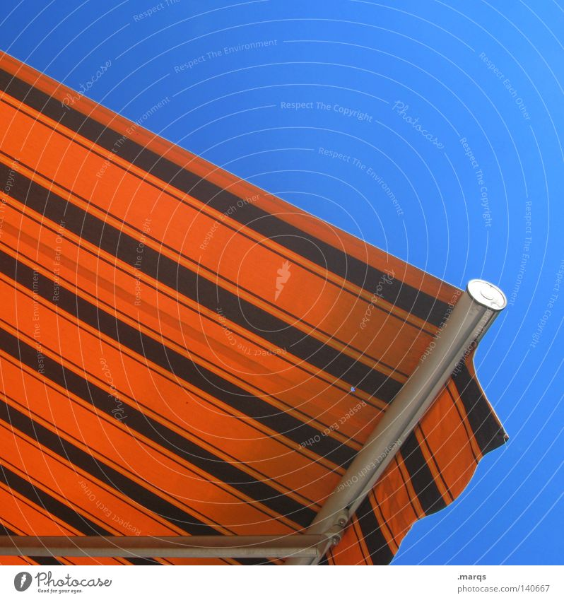 Sonnendeck braun Physik Sommer Streifen Sonnenbad Ferien & Urlaub & Reisen Balkon Wohnung Freizeit & Hobby Markise Dinge orange blau Wärme Linie Garten terasse