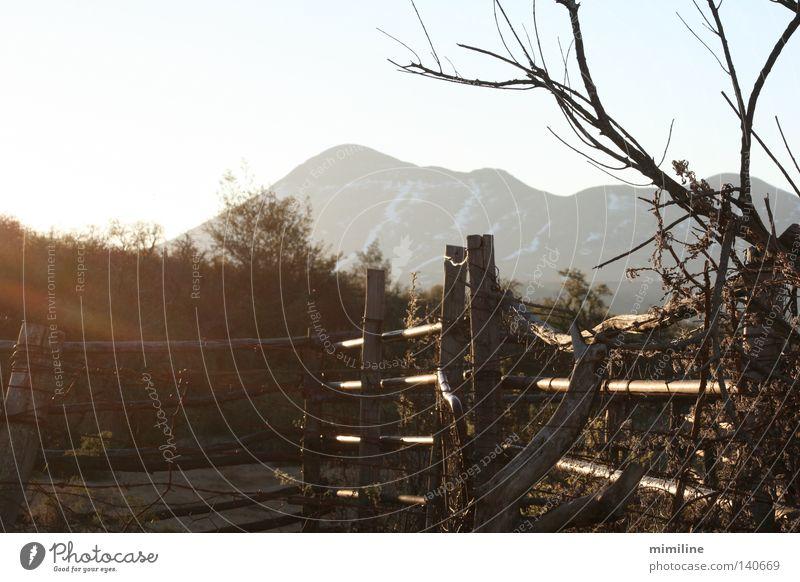 gleich geht's weiter Berge u. Gebirge Holz Landschaft geschlossen Zaun Barriere KwaZulu-Natal Afrika Südafrika Holzzaun Drakensberge