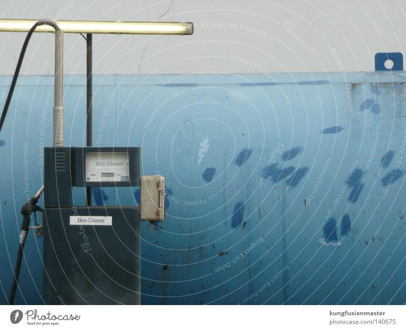 Tankstelle blau Industrie Macht Klima Erdöl Neonlicht Bioprodukte Klimawandel Benzin Tankstelle Diesel tanken