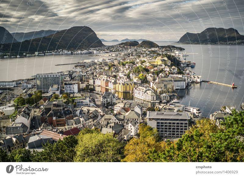 Alesund, Norge Fjord Kleinstadt Haus Sehenswürdigkeit Identität Norwegen Norwegen 2015 Polarmeer Farbfoto Außenaufnahme Menschenleer Tag Vogelperspektive