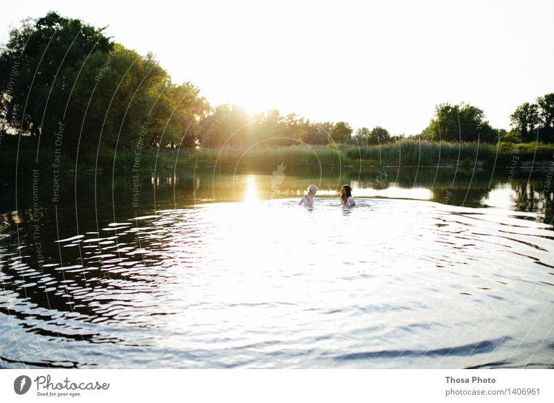 Sommerabend Frau Natur Wasser Sonne Erwachsene Schwimmen & Baden See Wellen
