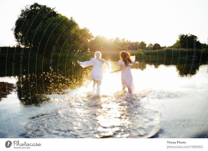 Sommerabend III feminin 2 Mensch Sonnenaufgang Sonnenuntergang schön sportlich See rennen Kleid Schwimmen & Baden Farbfoto