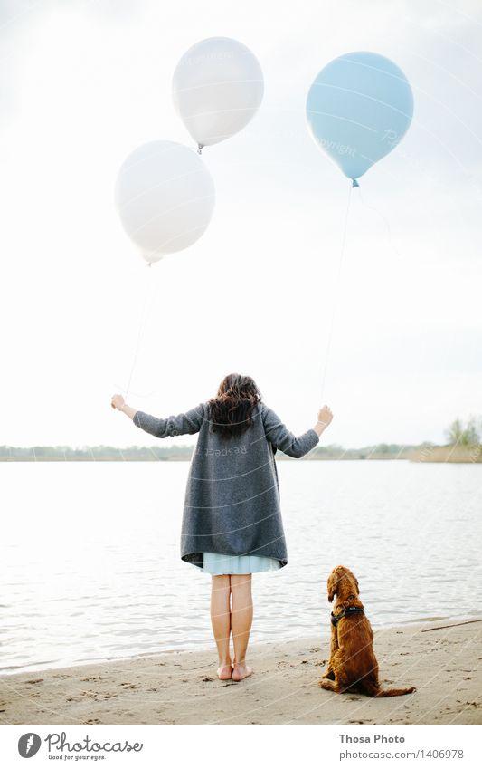 fliegen lassen III Körper Kopf Wasser Himmel Hund Schwimmen & Baden hell Ballone nass See Farbfoto