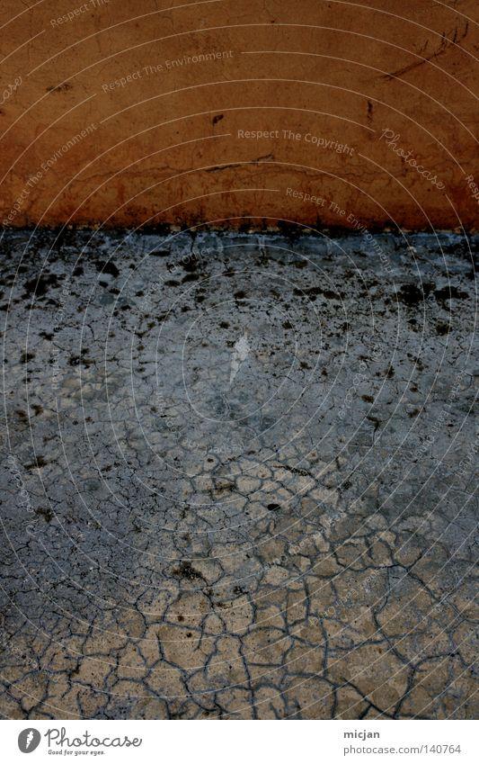 H08 - Untitled alt blau Farbe Wand grau Stein Gebäude orange dreckig Ecke Boden Bodenbelag Italien Vergänglichkeit Bauwerk trocken