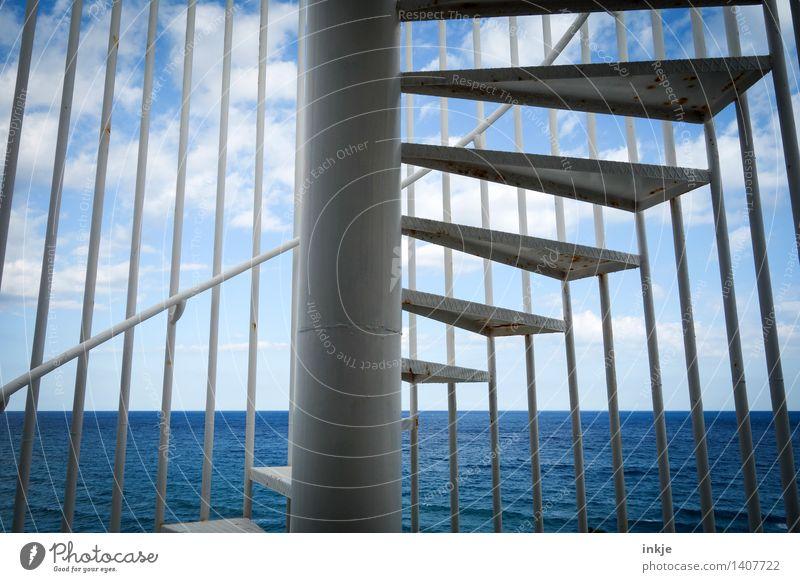 Horizonterweiterung Wasser Himmel Wolken Sommer Schönes Wetter Meer Menschenleer Treppe Wendeltreppe Außenaufnahme Linie Spirale blau durcheinander aufsteigen