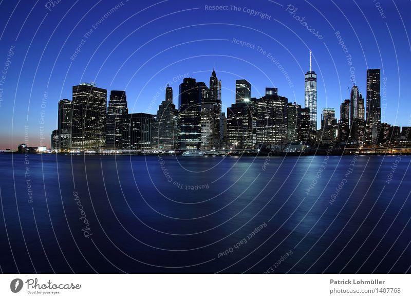 Blaues Manhattan Stadt Wasser Landschaft Architektur Gebäude außergewöhnlich glänzend Design Büro Tourismus Hochhaus ästhetisch Beton Schönes Wetter Fluss