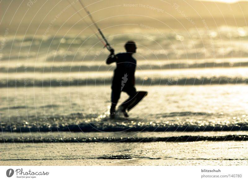 sunsetkiter See Meer Wind Sonne Sport Kiting Wassersport Aktion Sonnenuntergang Strand Spanien Lanzarote Famara Wellen Leben Lifestyle Mensch Funsport sea