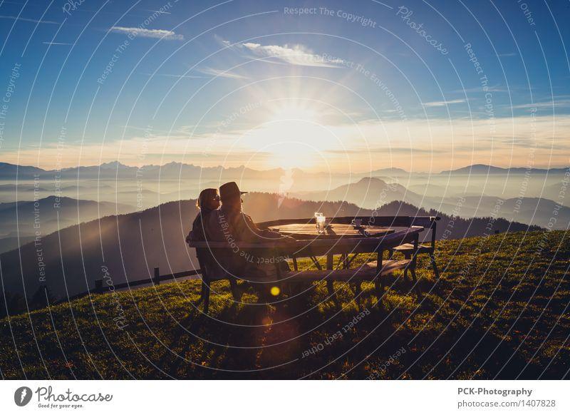 Herbstausblick Großeltern Senior 2 Mensch 30-45 Jahre Erwachsene 45-60 Jahre 60 und älter Natur Landschaft Himmel Horizont Sonne Sonnenfinsternis Sonnenaufgang