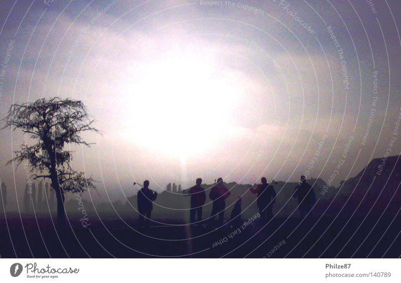 Golfrunde Sport Mensch Freundschaft Freiheit Freude Außenaufnahme Momentaufnahme Freizeit & Hobby Crossgolf Silhouette Mann Golfschläger Schatten Licht Sonne