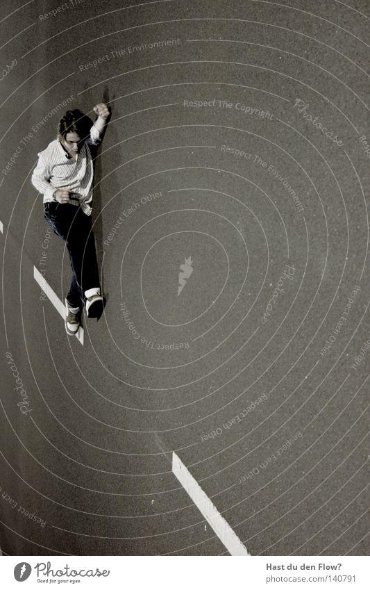 Streifenhoernchen Mann Einsamkeit schwarz Straße Fenster Gefühle Bewegung Glück springen Luft Freizeit & Hobby sitzen fliegen Perspektive Körperhaltung Jeanshose