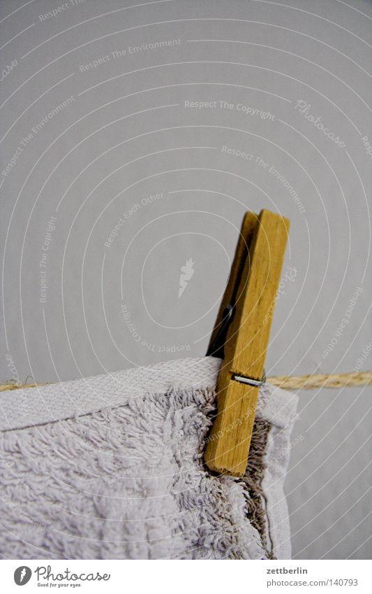 Klammer Holz Wäsche Waschtag Waschmaschine Wäscherei Wäsche waschen Seil Wäscheleine spannen aufregend aufhängen trocknen Handtuch Frottée trocken