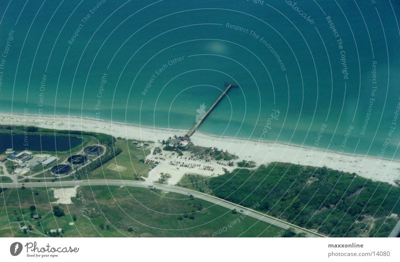 @ the Beach Florida Strand Luftaufnahme Anlegestelle Meer Sandstrand Textfreiraum oben