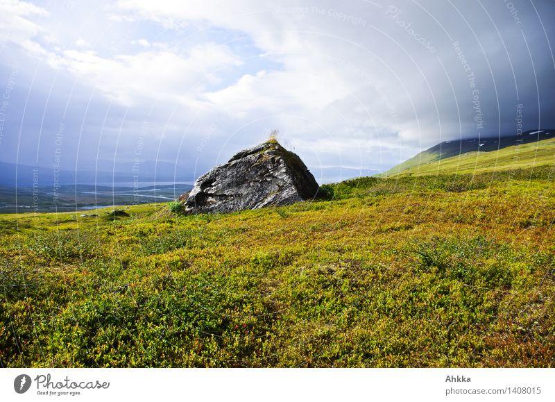 felsenfest Abenteuer Ferne Freiheit Himmel Wolken schlechtes Wetter Sturm Gras Felsen Berge u. Gebirge Fjäll Stimmung Verschwiegenheit Weisheit Ausdauer