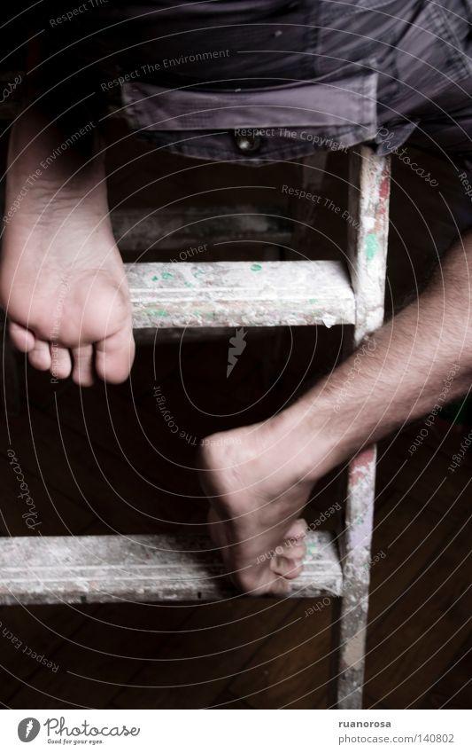 Mensch Mann Pflanze oben Beine Fuß Treppe Finger Treppenhaus Leiter aufsteigen