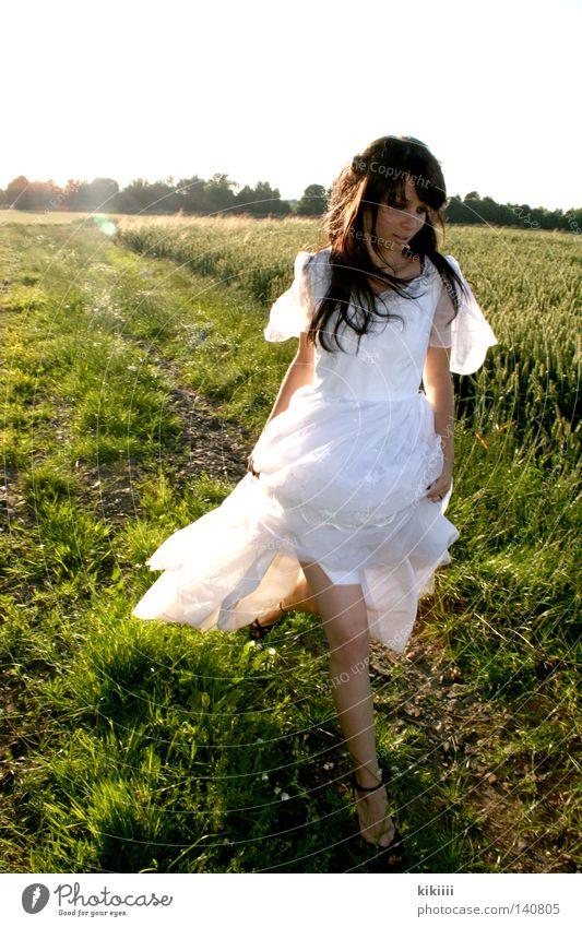 Maryam schön weiß Sonne grün Sommer Freude schwarz Wiese Haare & Frisuren Traurigkeit Feld laufen Hochzeit rennen Geschwindigkeit Trauer