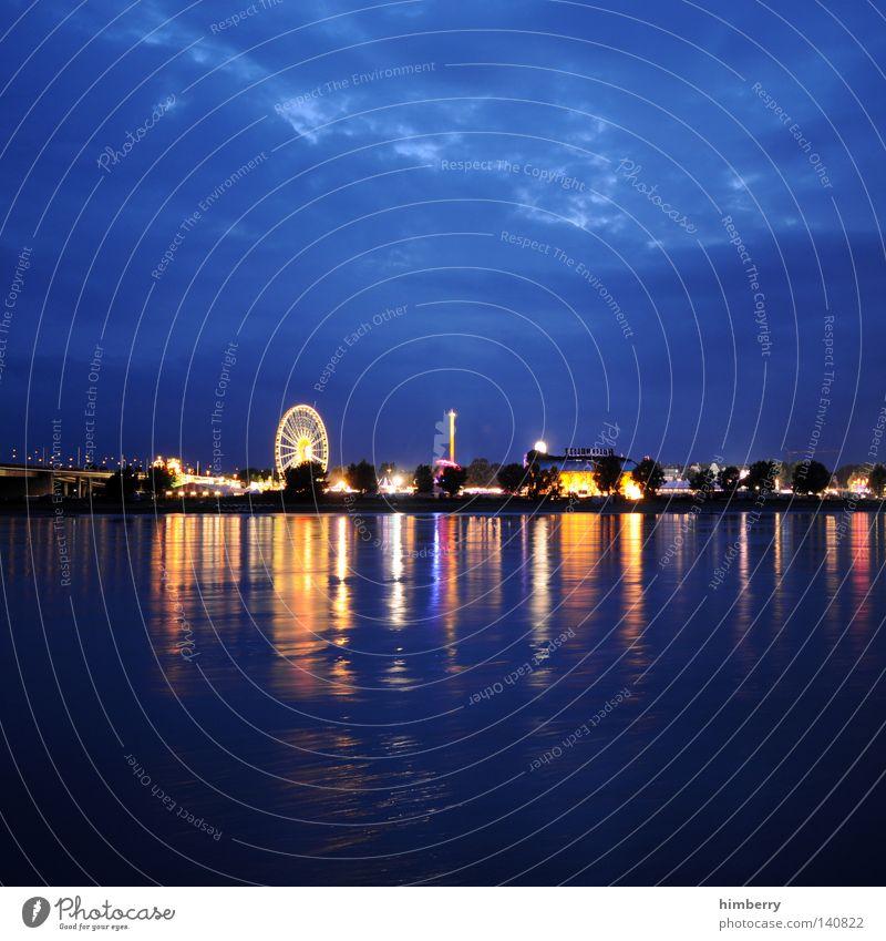 roundabout Himmel Stadt Freude Wolken Stimmung Feste & Feiern Freizeit & Hobby Beleuchtung groß Fluss Skyline Jahrmarkt Stadtleben Lebensfreude Veranstaltung Flussufer