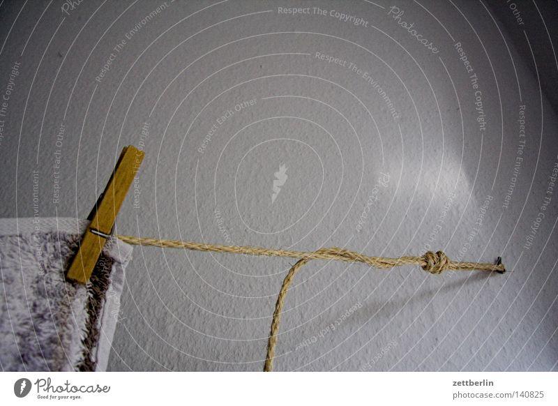 Kleine Wäsche Klammer Holz Waschtag Waschmaschine Wäscherei Wäsche waschen Seil Wäscheleine spannen aufregend aufhängen trocknen Handtuch Frottée trocken