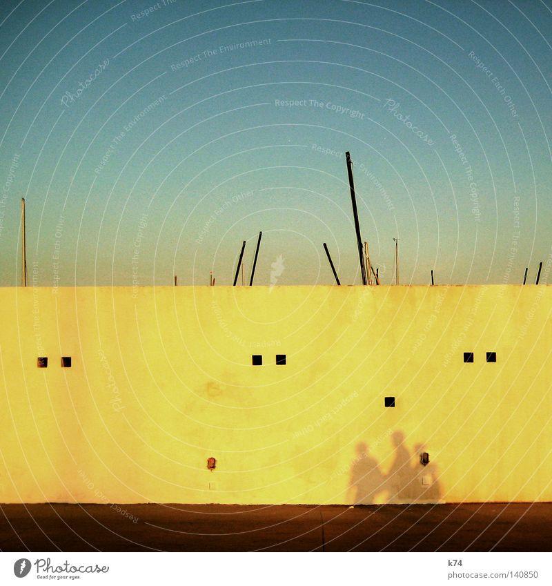 Lorem ipsum Hafen Hamburger Hafen Mauer Wasserfahrzeug Segel Strommast Mast Mensch Abend Morgen kommen Meer Gefühle Abenddämmerung Morgendämmerung