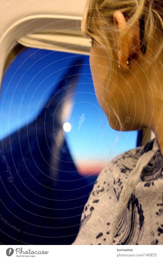 Don't like planes Frau Himmel blau rot Ferien & Urlaub & Reisen Wolken Ferne Gefühle oben Wege & Pfade blond Flugzeug fliegen hoch Trauer Luftverkehr