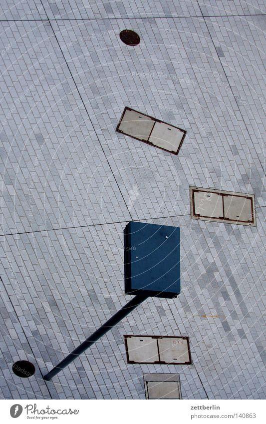 Laterne Licht Beleuchtung Erkenntnis Illumination Straßenbeleuchtung Platz Strukturen & Formen Gully Vogelperspektive Perspektive Verkehrswege Detailaufnahme
