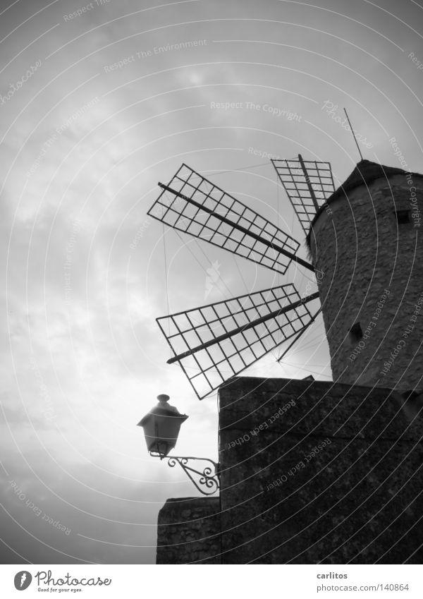 Feindbild Roman Windmühle Windmühlenflügel Mühle Gemäuer Gegenlicht Spanien Balearen Mallorca Verwaltung Verzweiflung gefährlich Moral Sportveranstaltung