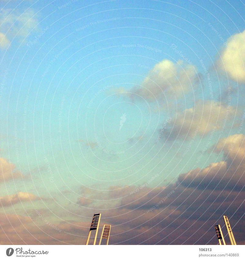 DAS stadion Himmel blau schön Wolken Spielen Freiheit klein Denken Metall Stimmung frei ästhetisch leer Metallwaren Turm Macht