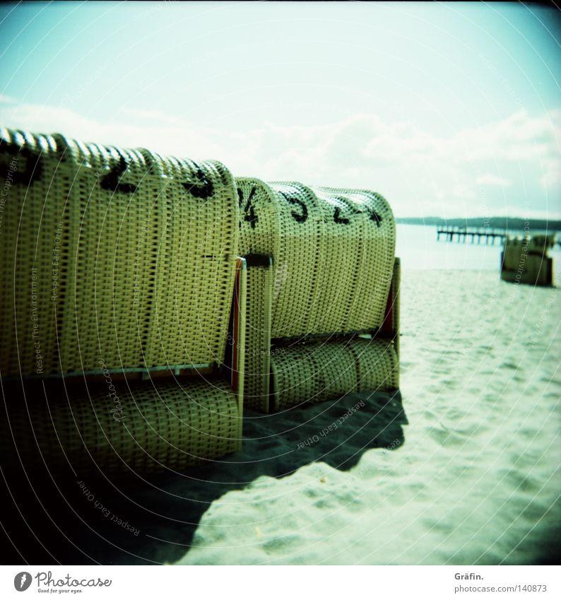 Strandkorbkuscheln Himmel Sonne Meer Sommer Strand Ferien & Urlaub & Reisen Erholung Sand Wellen Küste Freizeit & Hobby Ziffern & Zahlen Idylle Ostsee Tourist Strandkorb