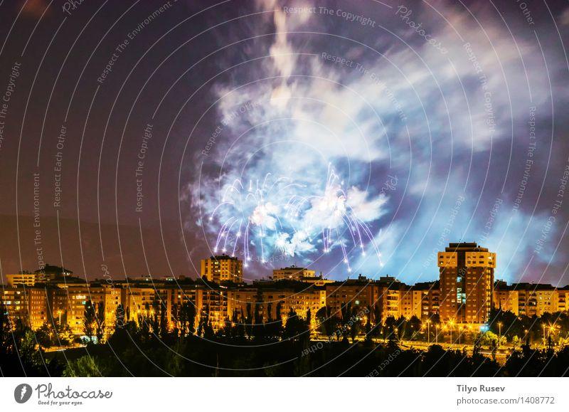 Feuerwerk Party Feste & Feiern Himmel glänzend lang neu rot schwarz weiß Farbe Hintergrund Beautyfotografie geplatzt Gast Explosion Belichtung Fotografie Funken