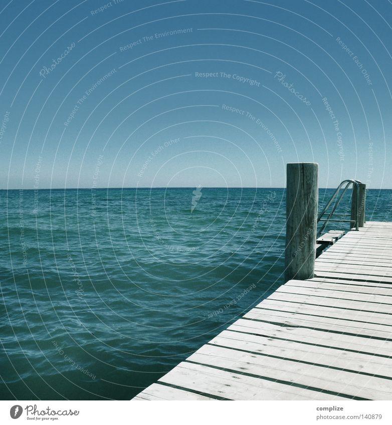Holzsteg am Meer Steg See Erholung Schiffsplanken Ferien & Urlaub & Reisen Sommer heiß Physik Erfrischung Sonnenstrahlen Strand Segeln Luftaufnahme Sandstrand
